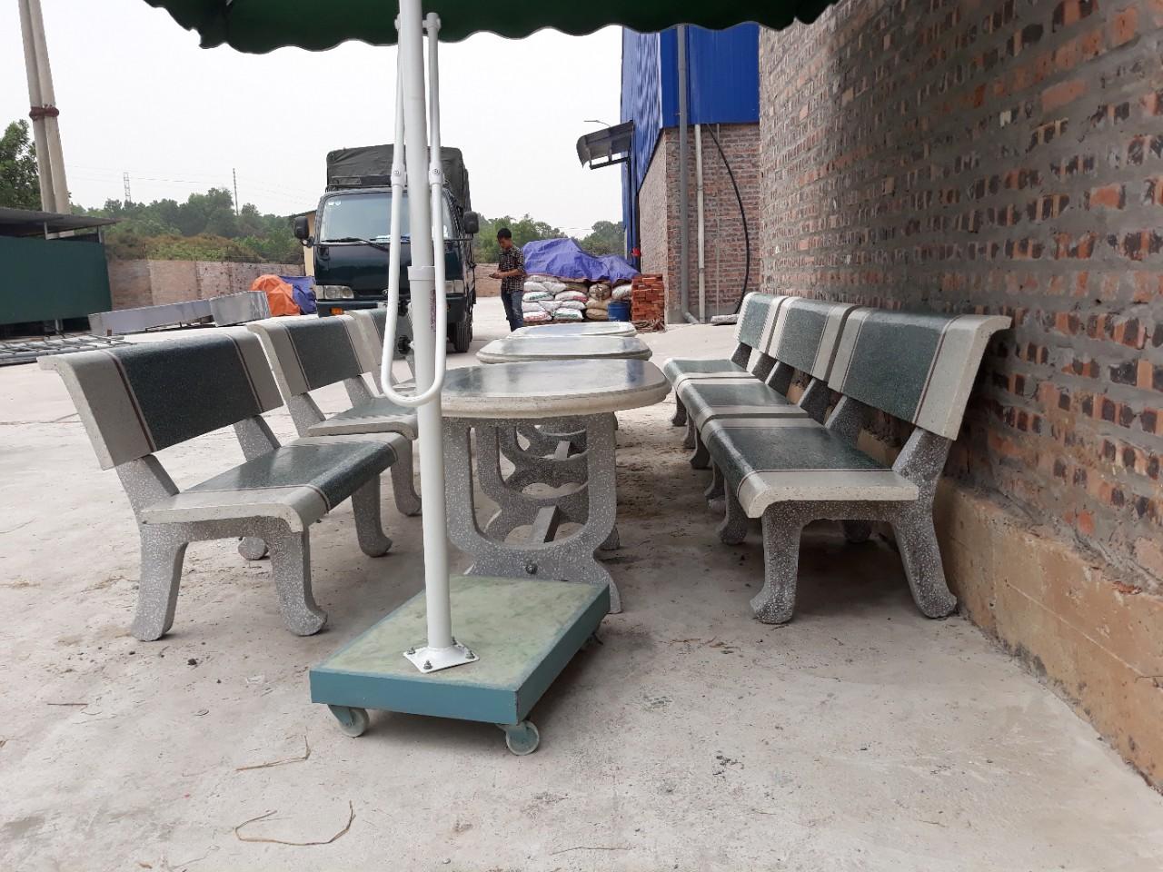 bàn ghế đá bầu dục