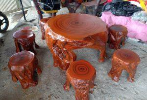 Có nên mua bàn ghế xi măng giả gỗ hay không?