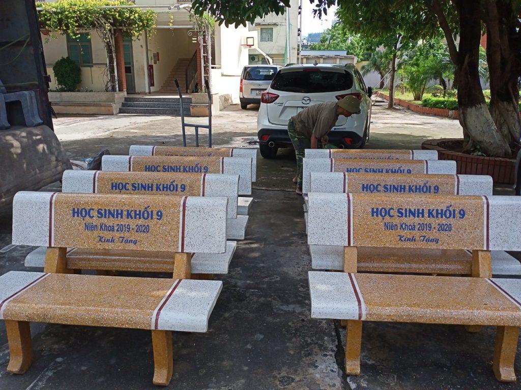 ghế đá công viên trắng vàng 2 mặt