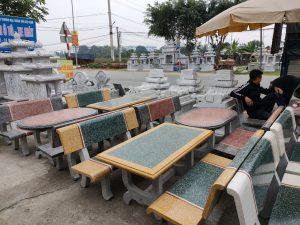 bàn ghế đá vàng xanh