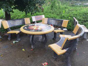 bộ bàn ghế đá vàng ghi