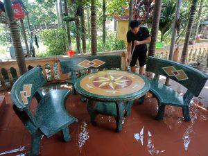 bàn ghế đá cong màu xanh ngọc