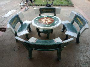 bàn ghế đá trắng xanh