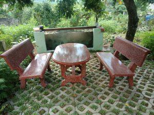 bàn ghế đá đỏ đô