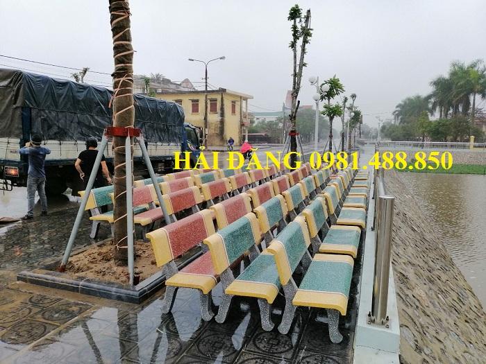 bàn ghế đá trường học