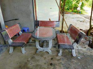 bàn ghế đá thẳng màu ghi đỏ