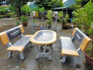 bàn ghế đá vàng ghi