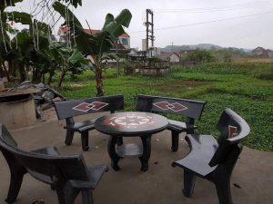 bàn ghế đá cong đen